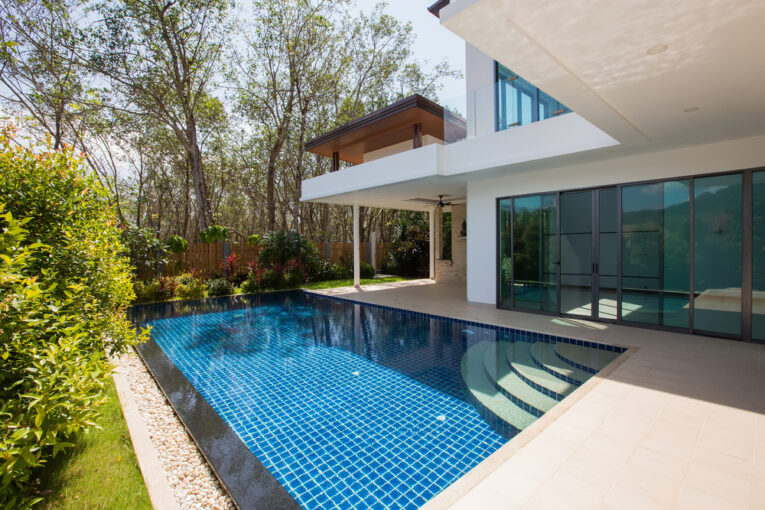 How To Find the Best Swimming Pool