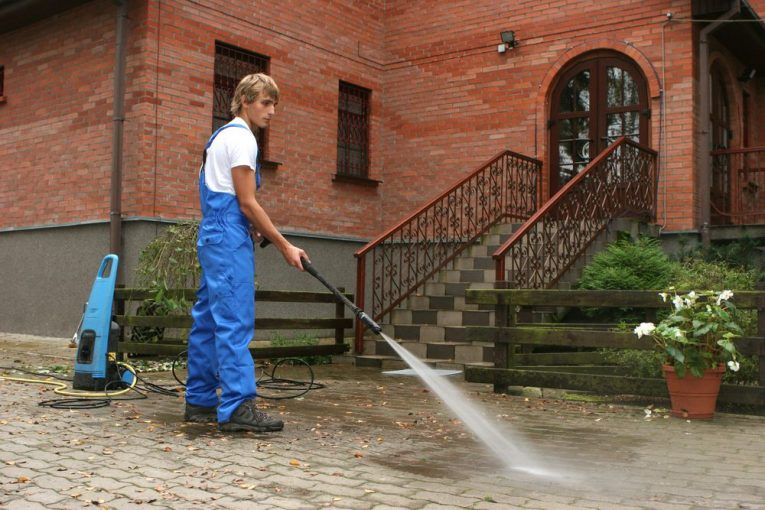 how to use pressure washer for house cleaning