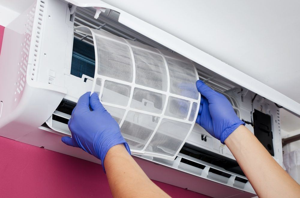 Clean the air conditioner