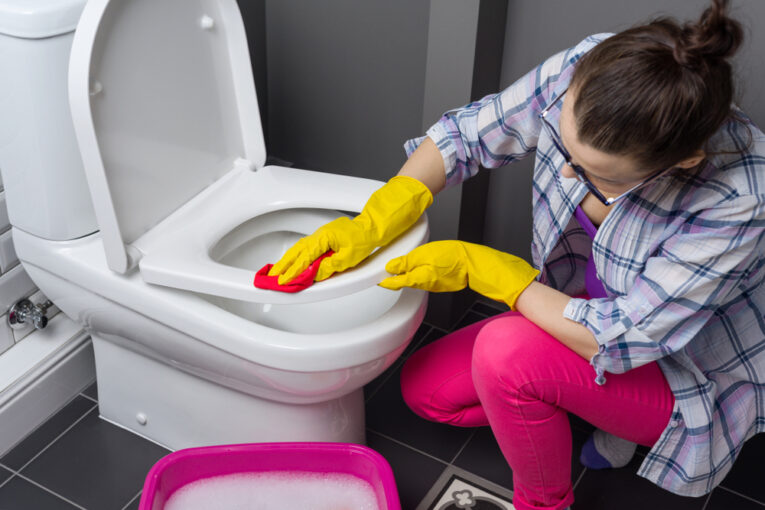 How to Clean Toilet