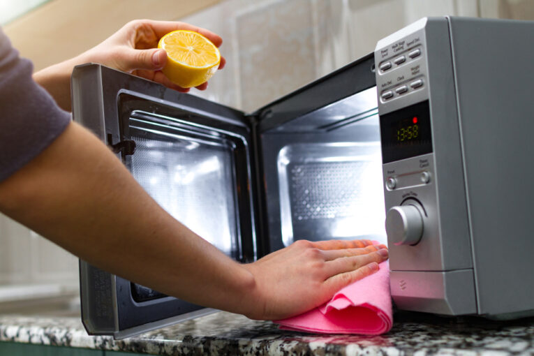 How to Clean Your Microwave with Lemon Juice