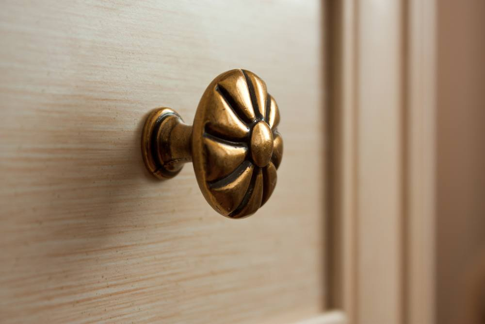 replace cabinet knobs
